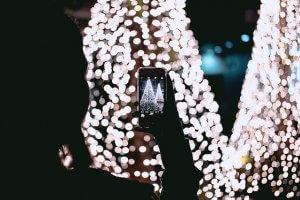 movil-navidad-iluminacion-arbol